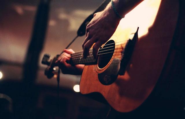 comodo house、ツインギターでツインボーカル
