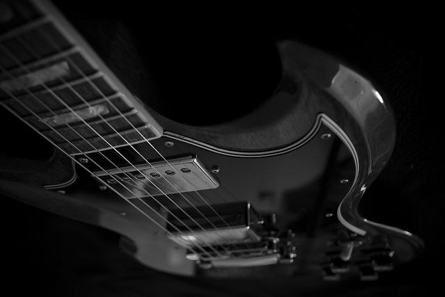 touch my secret、話題のロックバンドが音源を限定無料配信中