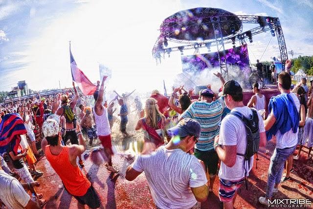 EDMフェス「Tomorrowland 2015」、ライブストリーミングが楽しい