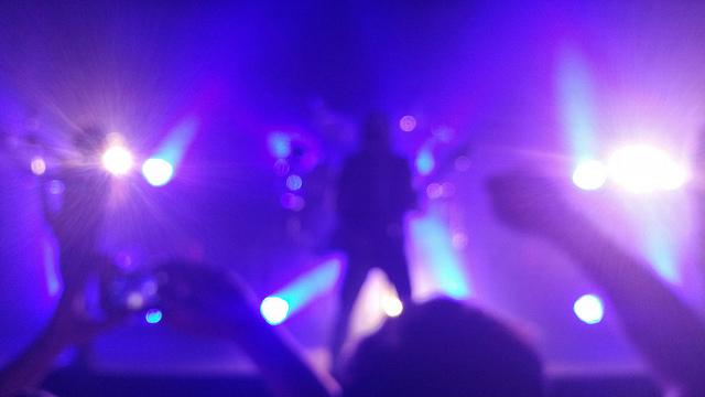 バンドはライブハウスでの演奏を映像として録画すべき